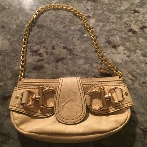 Pale yellow Hype clutch with gold chain